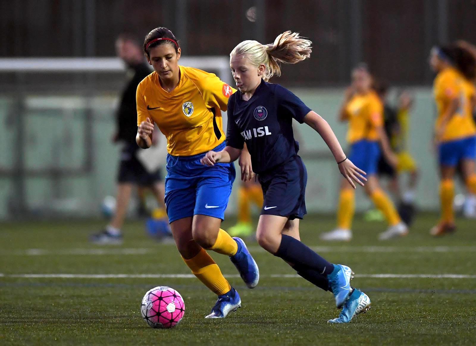 Girls playing soccer_ISL_Humanox